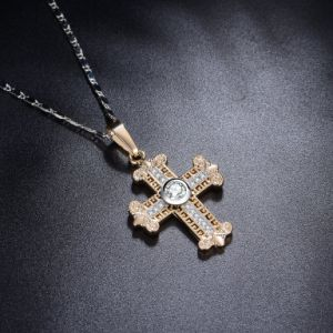 Christianity Gold Cubic Zircon Cross Pendant Necklace pictures & photos