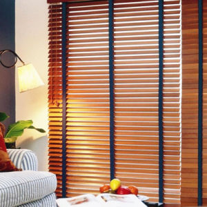 Superior Quality Wood Grain Electric Shutter Window pictures & photos