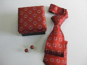 Wine Dotty Colour Design Men′s Yarn Dyed Silk Ties with Box pictures & photos
