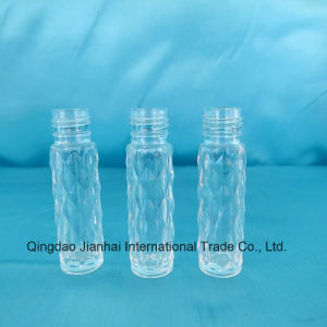 Embossed Diamond Pattern Glass Bottle for Wholesale and Promotional pictures & photos