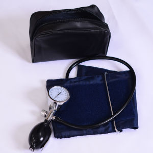 Medical Palm Blood Pressure Monitor (SW-AS10) pictures & photos