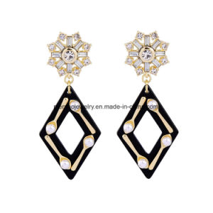 New Fashion Elegant Inlaid Diamond Long Earring Rhombus Design Pendant with Pearl for Women pictures & photos