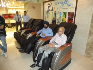 Rt-M01 Healthy Vending Cheap Coin Operated Massage Chair pictures & photos