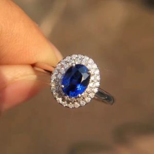 Blue CZ Cluster Setting Silver Ring pictures & photos