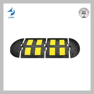 500mm Russina Standard Rubber Reflective Speed Hump pictures & photos