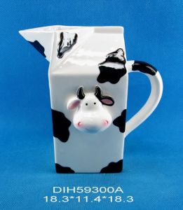 Hand-Painted Ceramic Cow-Shaped Water Pitcher pictures & photos