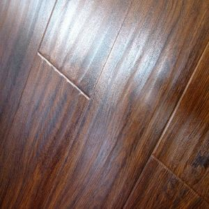 Waterproof Handscraped U/V-Groove Laminate Flooring Laminated Floor pictures & photos