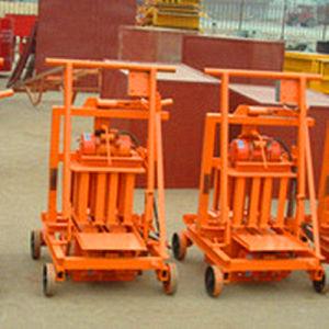 Qmr2-45 Eggs Machine Mini Mobile Block Machine for Hollow Blocks pictures & photos