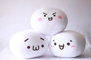 2016 Cute Wholesale Korean Style Bean Shaped Plush Soft Emoji Pillows pictures & photos