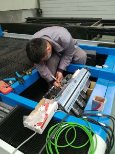 Worldwide Hot Sale Fiber Laser Cutting Machine pictures & photos