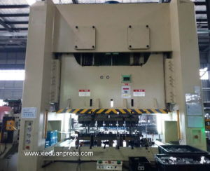 Auto Metal Parts Stamping Ape-400ton China Mechanical Stamping Press pictures & photos