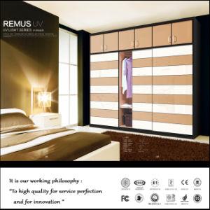 Customized Modern Wood Door Designs Bedroom (ZHUV) pictures & photos