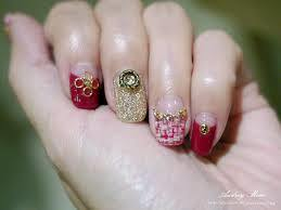 a Golden Glitter Powder Decorated with Beautiful Nail Polish pictures & photos