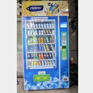 Hot Sale! Large/Big Capacity Vending Machine for Sale pictures & photos