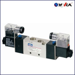 Solenoid Valve / Double Power (4V320-10) pictures & photos