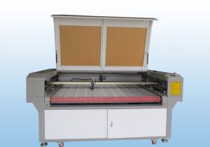 Cloth Fabric Laser Cutting Machine with Auto Feeding System pictures & photos