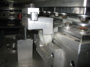 Auto Thermoplastic Vibration Welding pictures & photos
