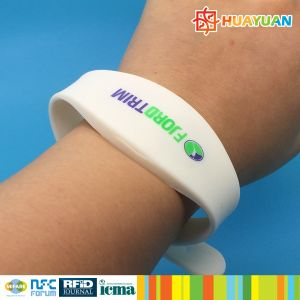 Dual Frequency Programmable RFID Smart Silicone Wristband pictures & photos
