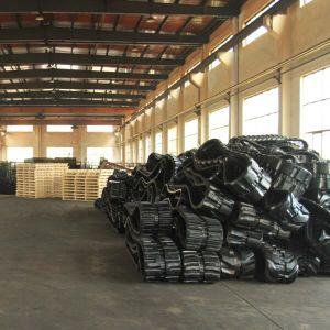 Rubber Track (400X90X45) for Kubota Harvester PRO481 pictures & photos