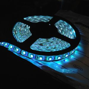 Soft Strips 3-4lm/LED SMD3528 60LEDs/M DC12V LED Strip Lights (G-SMD3528-60-12V) pictures & photos