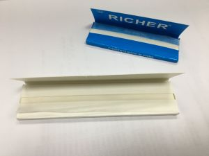 Queen Size 1 1/4 Smoking Rolling Paper pictures & photos