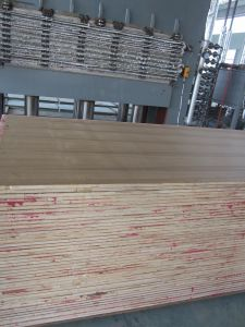 1220*2440mm Black Walnut//Red Beech/Sapeli/Teak/Red Oak Veneer MDF pictures & photos