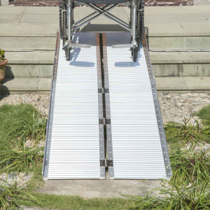 Aluminum Anti-Slip Handicapped Wheelchair Ramp pictures & photos