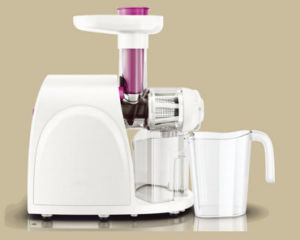 Beautiful High Quality 150W Slow Juicer with Rpm: 80-100/Min pictures & photos