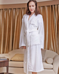 100% Cotton Terry Hotel Bathrobe with Hood pictures & photos