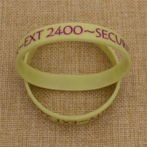 Factory Supply Cheap Custom Logo Debossed Inked Silicon Wristbands pictures & photos