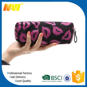 China Professional Bag Factory Produce Lip Shaped Cosmetic Make up Bags pictures & photos