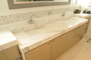 Volakas White Marble Vanity Tops Engineered Stone Kitchen Countertops pictures & photos