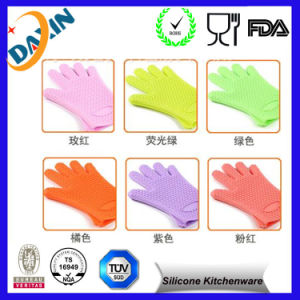 China Kitchen Cooking Oven Silicone Heat Resistant BBQ Gloves pictures & photos