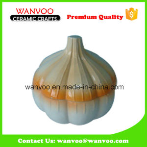 Ceramic Garlic Shape Salt & Pepper Jar pictures & photos