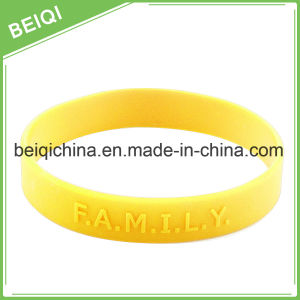 Rubber Wristband with Custom Embossed Logo pictures & photos
