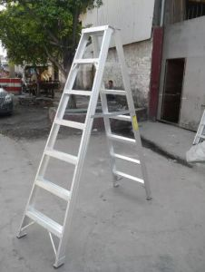 Aluminum Wide Folding Step Ladder with En131 Certificate pictures & photos