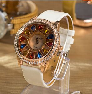 Fashion Quartz Wrist Band Watch (XM9015)