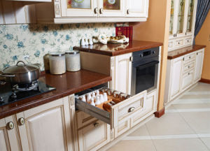 Pole American Solid Wood Kitchen (zq-004) pictures & photos