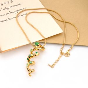Personalized Style Jewelry Snake Pendant Gold Necklace with Crystal pictures & photos