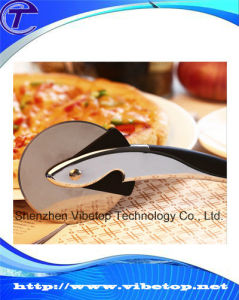 Curve Handle Metal Wheel Pizza Knife pictures & photos