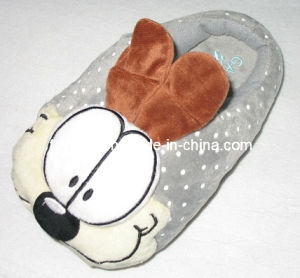 Cartoon Toy Shoes Plush Stuffed Animals Slippers (TF9733) pictures & photos