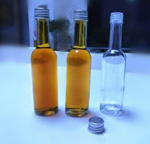 High Quality White Glass Wine Bottles pictures & photos