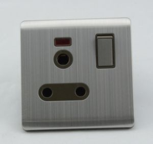 Wenzhou Manufacturer South Africa 15A Wall Switched Socket pictures & photos