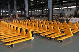 2000~3000kg Hand Pallet Truck with Good Quality (Whole Casting Pump) pictures & photos