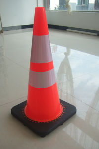 "28"" PVC Traffic Cone with 6"" and 4"" Reflective Tapes pictures & photos"