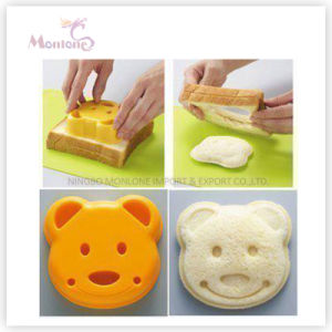 Bakeware Cake Tools Bear-Shaped Plastic Sandwich Mold pictures & photos