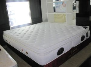 Two Single Latex Mattress Combined Together/Double Foldable Bed Mattress pictures & photos