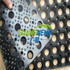 China Factory of Anti- Slip Outdoor Playground Rubber Flooring Drainage Bathroom Rubber Mat pictures & photos