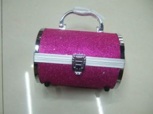 The Golden Spring Glitter Powder Is Applied to The Decoration on The Knapsack pictures & photos