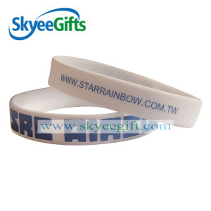 Customized Embossed Sports Silicone Bracelet pictures & photos